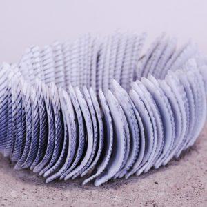 schelp armband grijs