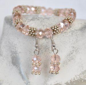 armband en oorbellen rose